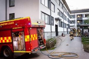 Lägenhetsbrand i Luleå – en person till vård
