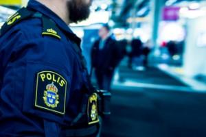 25-åring sparkade polis i ansiktet – döms för flera brott