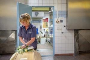 """Tuffa tiden på krematoriet: """"Fruktansvärt trött"""""""