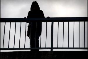 Kräver handlingsplaner mot självmord