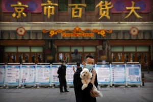 Första européerna släpps in i Kina