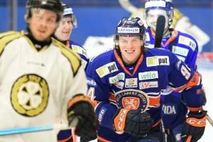 Persson tillbaka i SHL och Växjö
