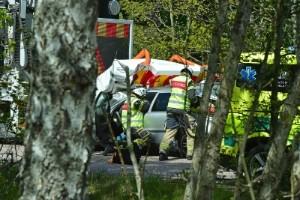 Personbil påkörd bakifrån – klämdes in under TMA-bil