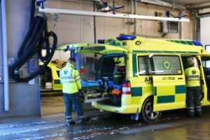 Tre ambulanser blir två i sommar