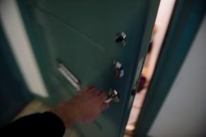 Trängde sig in i kvinnans bostad – vägrade lämna: Sms en del av bevisningen