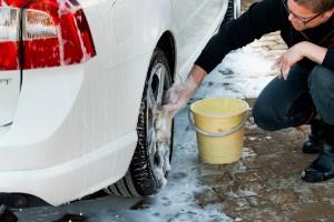 Låt bli att tvätta din bil på gatan