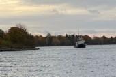 Båt som gått på grund innehåller 13000 liter diesel