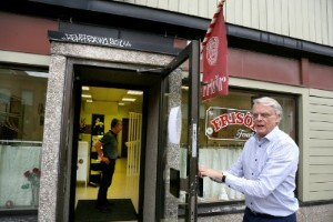 Efter 46 år på Gråbo tar frisör Fontell ned skylten