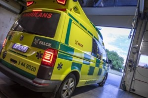Larmet från ambulansen: Tvingas lämna skadade