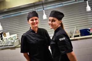 """Drömmen gick i uppfyllelse – Sanja och Ivona lämnade Serbien för Skellefteå: """"Tittade på svenska tv-serier och filmer och förälskade oss direkt"""""""