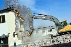 Rivning stoppas efter asbestlarm