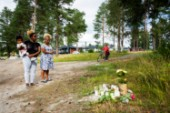 """Luleåborna hedrar minnet av 25-åringen • Kyrkan håller öppet: """"Händelsen upplevs som ett diffust hot"""""""