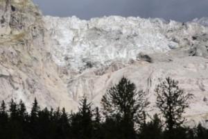 Gigantiskt isblock riskerar rasa i Alperna