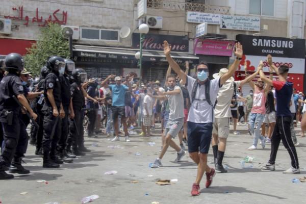 Utegångsförbud i allt oroligare Tunisien – NSD