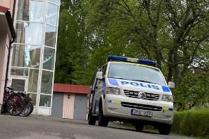 En person hittad död – polisens tekniker på plats