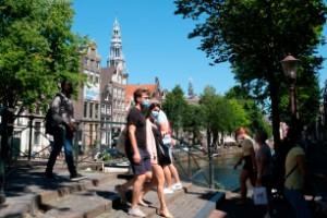 Ministern: Undvik folkmassor i Amsterdam