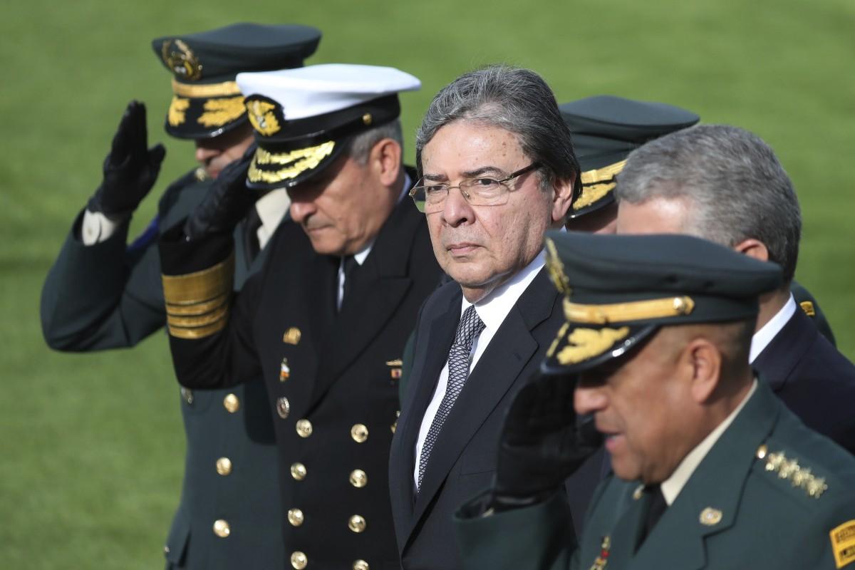 Försvarsminister intensivvårdas för covid-19