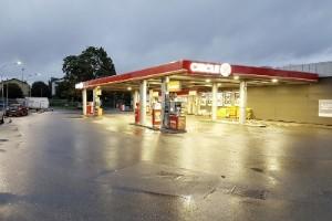 Bilförare rånad vid bensinstation i morse – polisen efterlyser vittnen