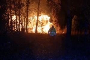 Våldsam brand i natt – byggnaden totalförstörd
