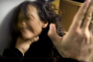 Åklagaren: Misshandlade kvinna och vägra lämna bostaden