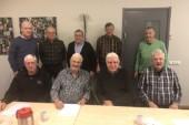 """Studiecirkeln """"Morgontupparna"""" firar 60-årsjubileum i år. På övre fr v står Kent Ögren, Runo Vikström, Staffan Ek, Sören Hedman och Kjell Mickelsson. På nedre raden fr v sitter Gösta Norberg, Bosse Johansson, Sten Fors och Peter Sköld."""