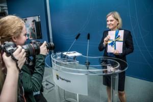 (S): Vi ska jobba Sverige ur krisen