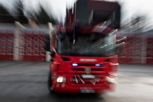 Tre bilar i krock – ett fordon voltade