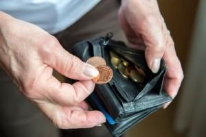 Ingen pensionär ska behöva stå med mössan i handen