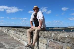 Stjärnförläggaren från Östergötland skriver egen roman