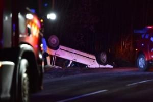 Bil med ungdomar voltade: Mycket halt på vägen