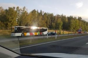 Förare väjde för rådjur – körde in i buss