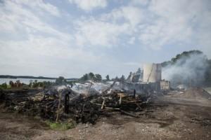 Familjens ladugård brann ned till grunden