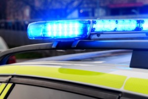 Försökte köra på polis – fyra gripna