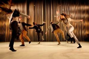 """""""Vi omsluts av koreografins glädje till livet"""""""