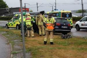 Olycka i rondell – två bilar inblandade