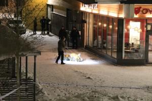 En död efter skottlossning på restaurang