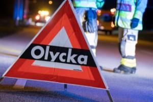 Oklara omständigheter kring trafikolycka - tre skadade