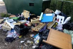 Semesterns baksida – totalt nedskräpat i Bråstorp igen
