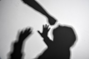 Pappa och son får fängelse för angreppet på dotterns ex
