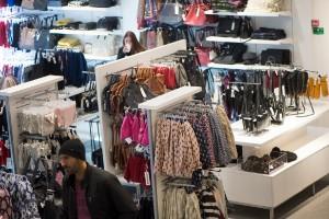 Flera butiker brister i att följa pandemilagen