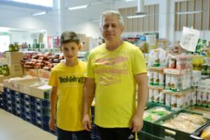 Taher ville inte gå på bidrag – startade livsmedelsbutik • Efter sju år har de hälften svenska kunder • Doften av curry och kanel lockar folk ända från Linköping