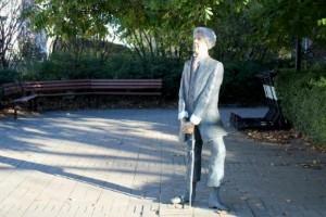 Så förändras och förnyas det vid statyn i centrala Linköping