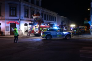 Tre till sjukhus – boende evakuerades med stege