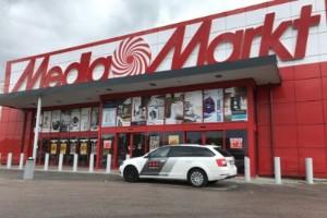 Fräcka tjuvar slog till mot Media markt – tog sig in takvägen
