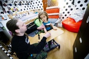 """Nytt hopp för multihandikappade Eija, 6 år, trots avslag • """"Nu hoppas vi det ser ljusare ut"""""""