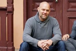 Linköpingskille dömer UFC-galor i Abu Dhabi