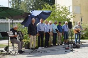 """""""Viktigt inslag att sjunga för äldre – på behörigt avstånd såklart"""""""