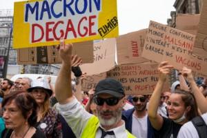 Frankrike stänger av ovaccinerad vårdpersonal
