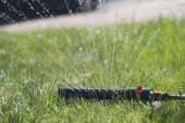 Kör inte vattenspridaren i solsken