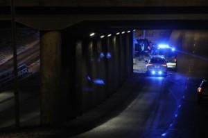 Bil kolliderade med betongpelare